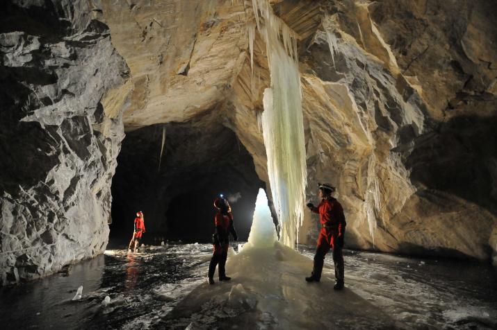 Ледяные чудеса мраморных штолен. Фото: Антон Юшко
