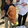 Томас Гуглер запекает биргант. Фото предоставлено Дагестанским республиканским отделением РГО