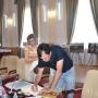 Заместитель Главы Офиса программ ОБСЕ в Астане Диана Дигол принимает в дар книгу Александра Чибилёва по сохранению бассейна реки Урал