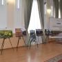 Экспозиция фотовыставки в зале заседаний рабочей группы