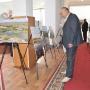 Экспозиция фотовыставки в фойе Западно-Казахстанского государственного университета имени Махамбета Утемисова