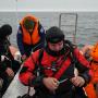 Водолазы-исследователи готовятся к погружению. Фото предоставлено Центром подводных исследований РГО