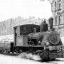 Паровоз везёт муку по трамвайным рельсам в блокадном Ленинграде. 1942 год