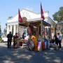 У входа в выставочный павильон. Фото предоставлено ДРО РГО