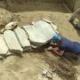 Голова лошади находится за пределами каменного ящика. Фото: Екатерина Ленькова