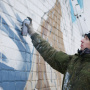 Художник Илья Белов за работой. Фото Татьяны Беловой