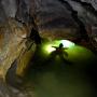 Погружение в озеро Верхневижайской пещеры. Фото: Евгений Цурихин