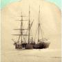 """Корабль экспедиции """"Адмирал Тегетгофф"""" в ледовом плену. Источник: wikipedia.org"""