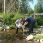 Отбор проб воды. Фото: ТГУ