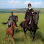 Черкесы Хусин Гутякулов и Мурат Хатуов поднимаются на Волчью гору в окрестностях аула Бесленей. Фото: Андрей Смольников