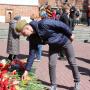 Возложение цветов участниками сербской делегации. Фото предоставлено Смоленским региональным отделением