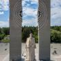 Памятник Курчатову в Челябинске стоит у самой кромки бора. Фото: Василий Яковлев