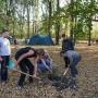 А.В. Семёнов-Тян-Шанский, Л.Н. Беляева и волонтёры высаживают аллею елей в усадебном парке